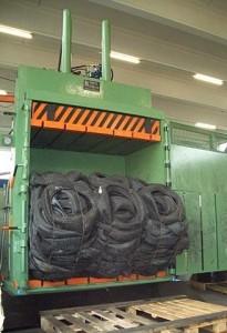 Pressa legatrice per pneumatici